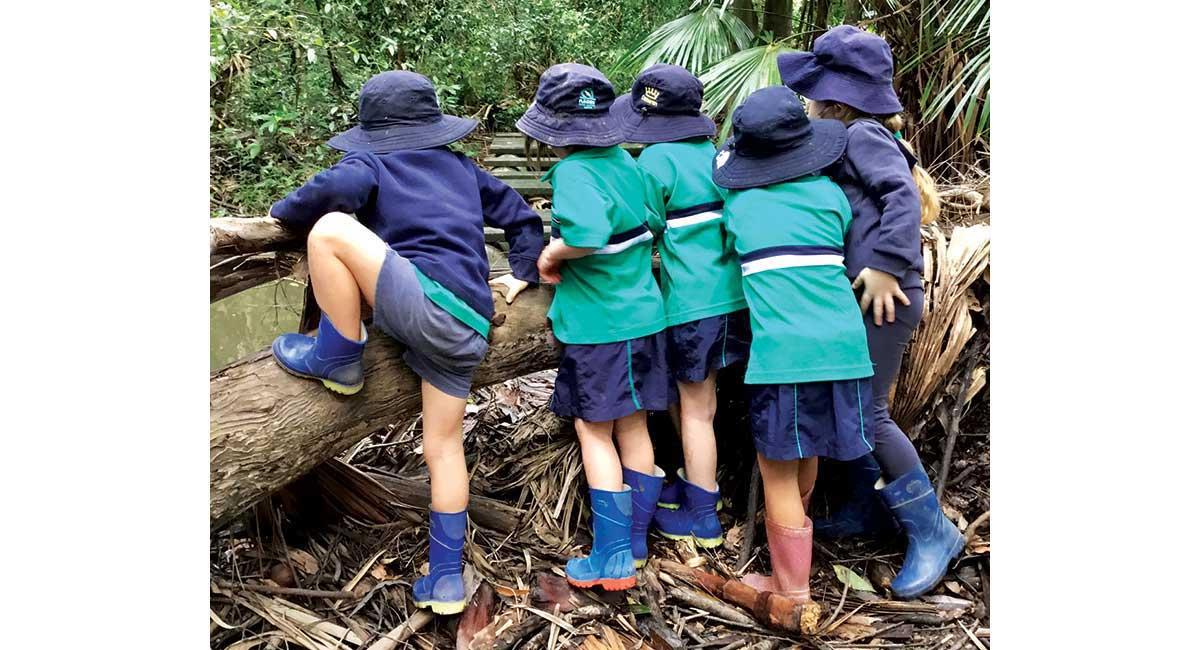 Flinders ELC teaching kids in nature
