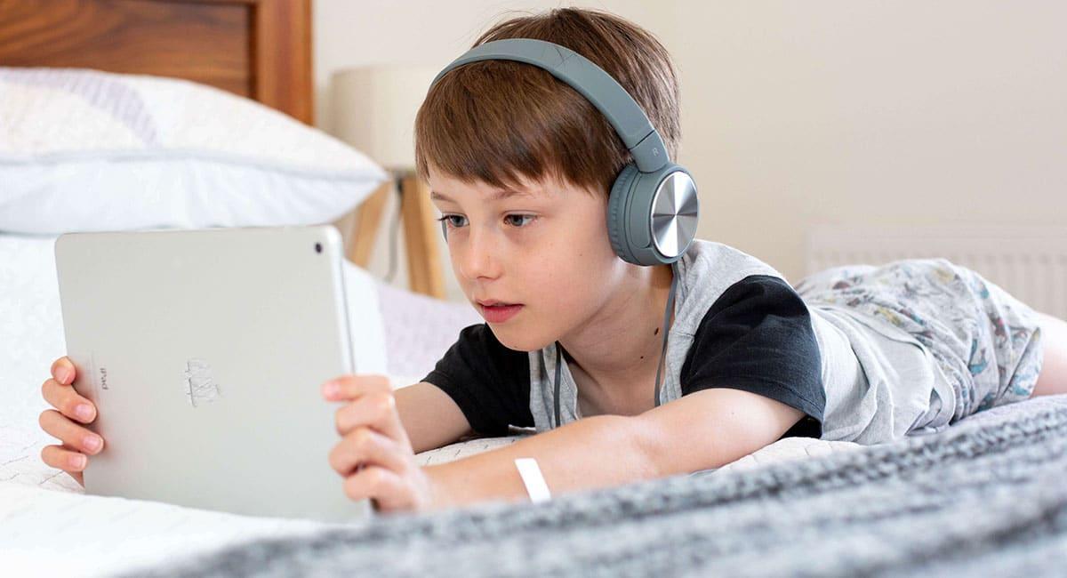 online scams targeting kids and teens